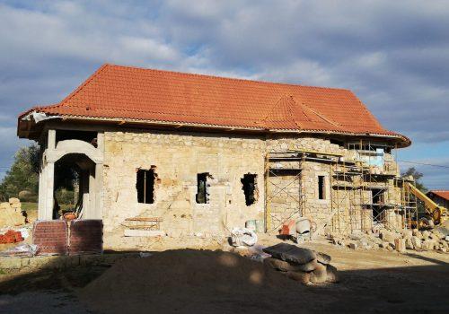 Stadiul lucrărilor la biserica primei Mănăstiri Ortodoxe Române din Portugalia